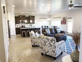 Saint George 4 bed 3 bath Luxury Oasis! Zions, Hurricane, Sand Hollow. Sleeps 10