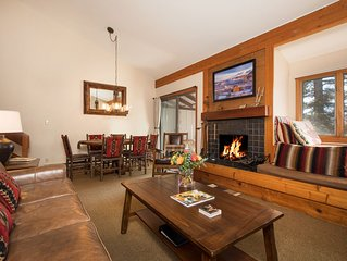 Great Convenience & Mountain Views from this Aspens Charmer!