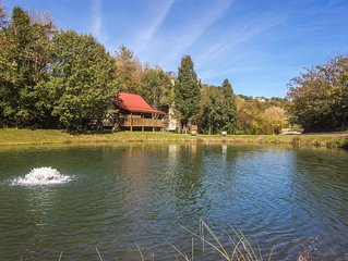 Real log cabin, Fishing Pond, Wifi-Easy Roads,1.5 Mi to Parkway, Dog Friendly