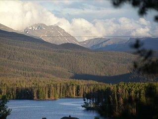 Cozy Cabin, Spectacular Mountain & Lake Views!