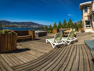 Huge Family Home Across From Skaha Lake With Views, Hot Tub And On Wine Routes!