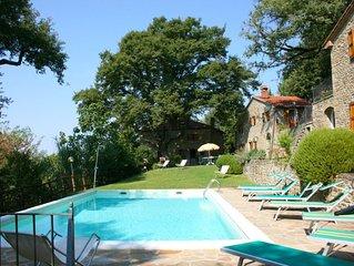 Casolare in pietra con giardino e piscina privati. Ideale per gli amanti della n