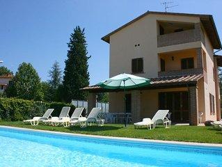 Villa con piscina privata, giardino recintato e connessione Wi-Fi, può accoglier