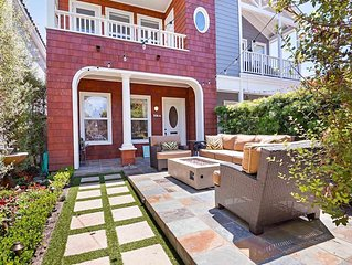 LUXURY, Private, bright gorgeous home- rooftop deck, 2 blocks to the beach