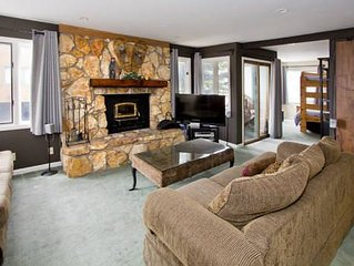 Family friendly luxury condo, shuttle route, drive to Canyon Lodge- BBQ, Hot Tub