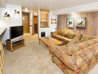 Perfect condo for families w/ shared indoor pool, hot tub & rec room- on shuttle
