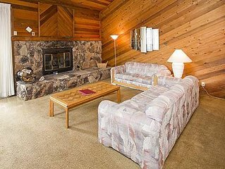 Inviting condo, free shuttle route, shared hot tub, pool- good for groups