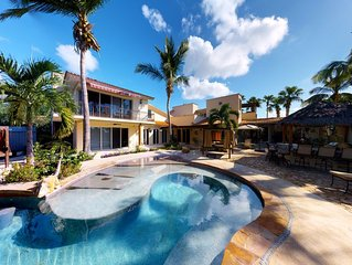 FALL SPECIALS!! Luxury Villa with all the Amenities! Exclusive Beach Access!
