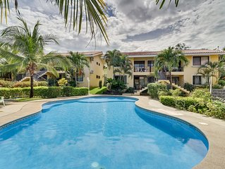 Ground-level condo w/shared pool, fitness room-walk to beach