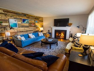 Family Retreat: Hot Tub, Theater Room, 15 Min Walk to ND stadium, Sleeps 14+