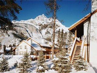 Banff Rocky Mountain Resort - Banff, Alberta: 1-BR, Sleeps 4, with Full Kitchen