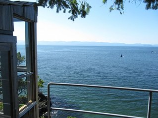 Seacliff Cottage: Waterfront 3 bedroom home near French Beach Provincial Park