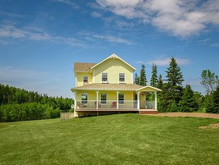 The Gables of PEI Resort: Cordelia's Cottage with private outdoor Hot tub!