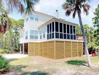 Pet-Friendly in the Plantation, Screened Porch and Fireplace, Free Beach Gear! 3
