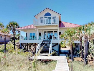 Great Beachfront Plantation Location with Fireplace! Free Beach Gear, Wifi, 4BR/