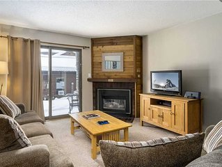 Beautiful Mountain Condo w/Onsite Tennis Center, Sauna & Pool Views
