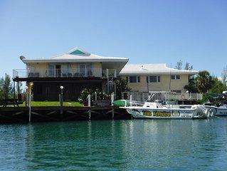 Spacious 3 Bedroom Waterfront Condo, Walk to Beach/Port Lucaya,  Dockage include