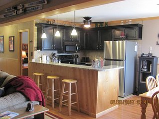 Snowshoe Condo - Deluxe 3BR/2Bath, Newly Upgraded, Sleeps 8, Steps To Village