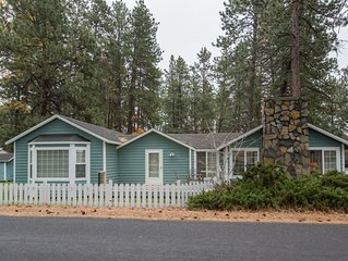 Mountain views in town! 3 bedroom family vacation home rental in a great locatio