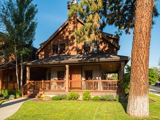 Pine Haven - Walk to everything in Sisters from this spacious Sisters Vacation h