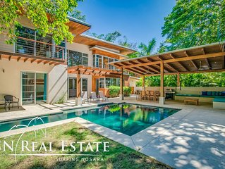 Luxe Modern Villa w/ pool yard at premium location