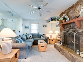 Albee Sunset Cottage, 2 Bedrooms, Pet Friendly, Sleeps 8, WiFi