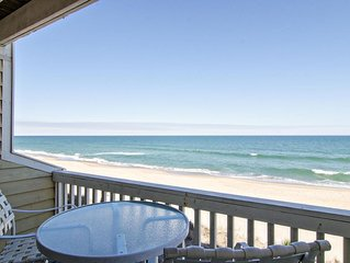 Beautiful oceanfront condo with resort style amenities