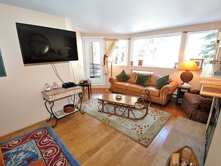 Adorable East Vail 1 Bedroom Condo #5M w/Hot Tub, Market, and Free Shuttle.