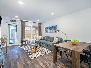 Unbeatable Location, Remodeled Top Floor Condo, Covered Parking, Fall Line 308