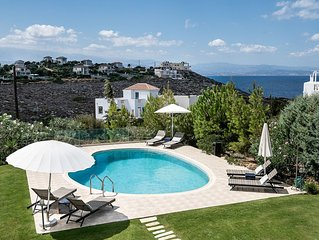 Stylish 4 Bedroom Villa with sea view large po...