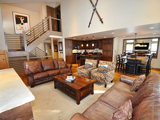 Gorgeous Spacious 4 bedroom Townhome #27 w/ Great Views.