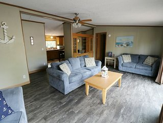 Great for Groups of 8! Full Deck and Grill. 3 BR 2 BA Home in Island Club