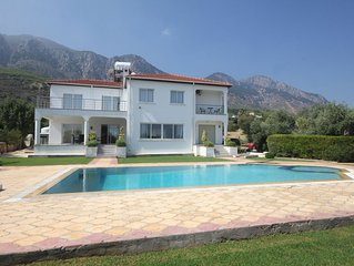 Huge Villa sleeps 6-10 Great for large families with large 10 x 5 Pool