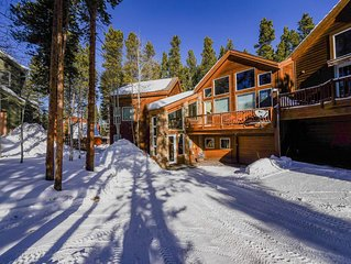 Beautiful, Ski-in Ski-out Home. Steps to Hike/Bike Trails and Shuttle. Hot Tub