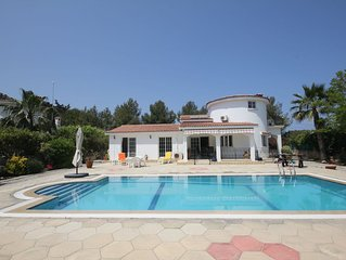 Villa Roseau within walking distance of the Sea Walkway