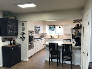 Large home close to Downtown, Hiking, CalPoly, Beaches, Wineries, Shopping