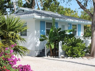 Tropical Islamorada Bungalow with pool, beach cruiser bikes, and free Wi-Fi