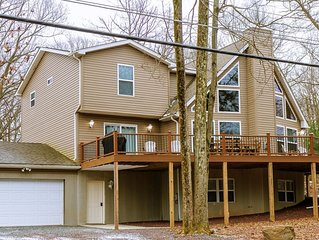 AWESOME    8 BEDROOM - Pool Table, Shuffleboard, Large Deck, Fire Pit