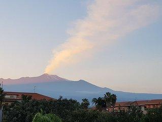Marigrè casa per vacanze al mare con giardino,Wi-fi  & terrazza relax vista Etna