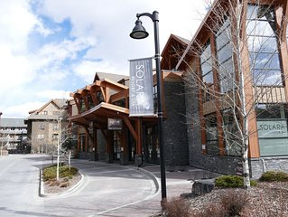 Canmore Pet-Friendly Corner Suite/ 5 Star Resort