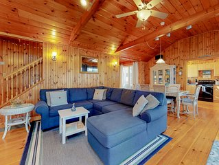 Rustic home w/ wood stove & private patio - 3 blocks to Footbridge Beach!