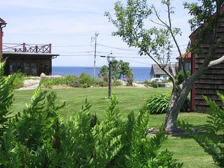 Charming oceanview seasonal cottage near beach and town