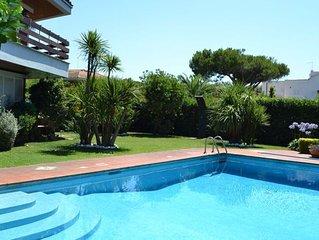 Splendida villa di prestigio a pochi metri dal mare con piscina privata