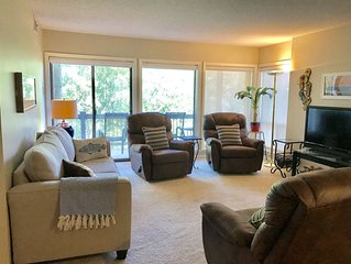 Fairfield Bay Cliffside Condo —near Marina, steps to Cool Pool & Tennis