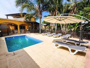 Magnifica villa con piscina, zoo, zona exterior 2000m2. Todo privado