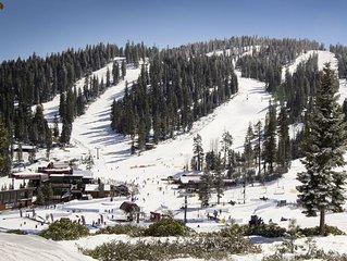 Cozy condo w/ deck, fireplace, shared pool, tennis - near hiking, biking, skiing