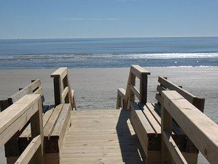 Stay at 'L'Etoile Du Sud' IOP's Premier Ocean Front Beauty!