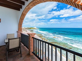 Oceanside Villa 'Veracruz' with a/c and pool