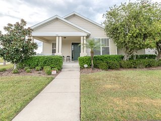 4 Bed 3 Bath Home with Spa in Resort Community.  Free Wi-Fi !