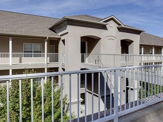 2 Suite Lands' End Condo - Right by the Outlet Mall! - Close to the Pool! Wi-Fi!